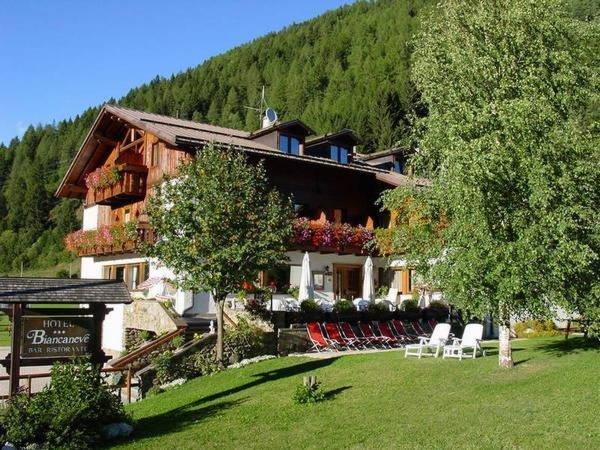 Foto estiva di presentazione Hotel Biancaneve