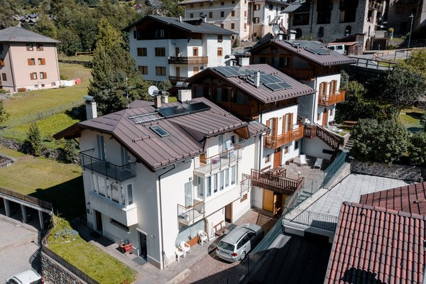 Foto estiva di presentazione Residence Arnica