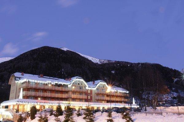 Foto invernale di presentazione Residence Club Ponte di Legno - Aparthotel 4 stelle