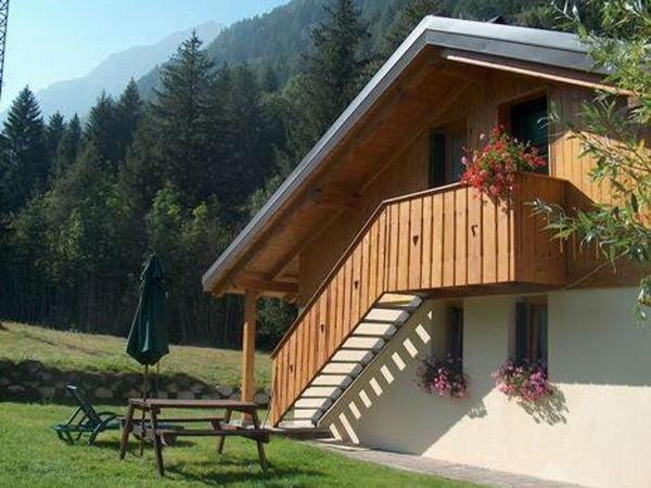 Foto estiva di presentazione Chalet Presanella - Appartamenti 4 stelle