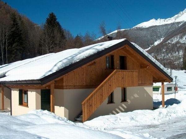 Foto invernale di presentazione Chalet Presanella - Appartamenti 4 stelle