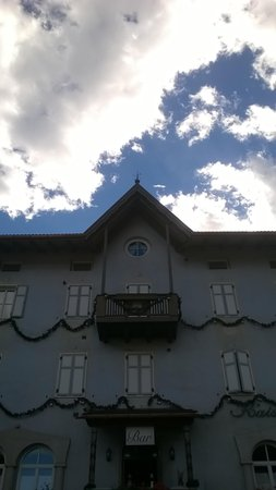 Photo exteriors in summer Kaiserkrone
