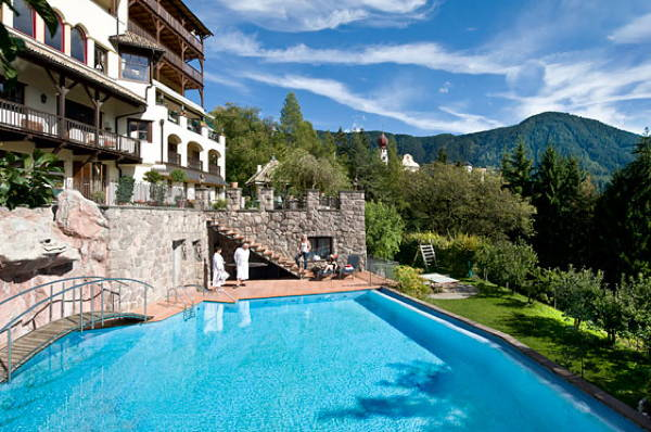 Swimming pool Hotel + Residence Paradies