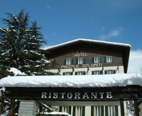 Foto esterno in inverno Pinzolo Dolomiti