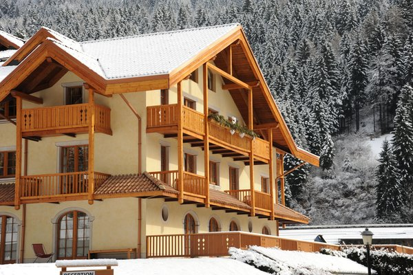 Foto invernale di presentazione Residence Holidays Dolomiti