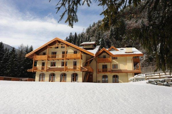 Foto Außenansicht im Winter Holidays Dolomiti