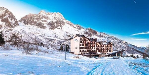 Foto invernale di presentazione Piandineve - Hotel 4 stelle