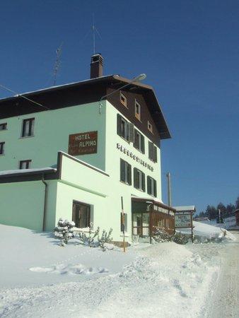 Foto esterno in inverno Chalet Alpino