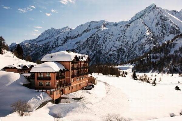 Foto invernale di presentazione Locanda Locatori - Hotel 3 stelle