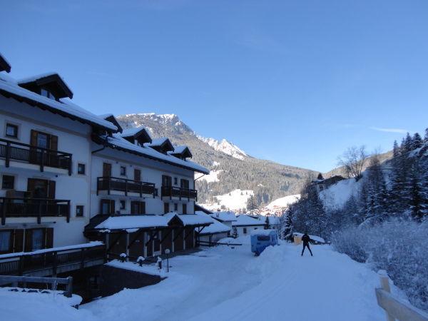 Foto esterno in inverno Ciasa Longiarif