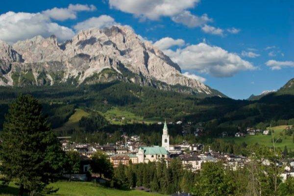 Foto estiva di presentazione Cortina d'Ampezzo - Associazione Albergatori