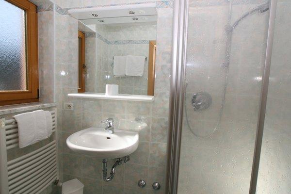 Foto del bagno Appartamenti Ciasa Parom