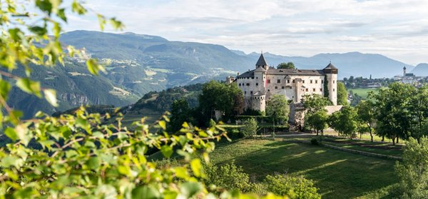 Foto esterno in estate Schloss Castel Prösels