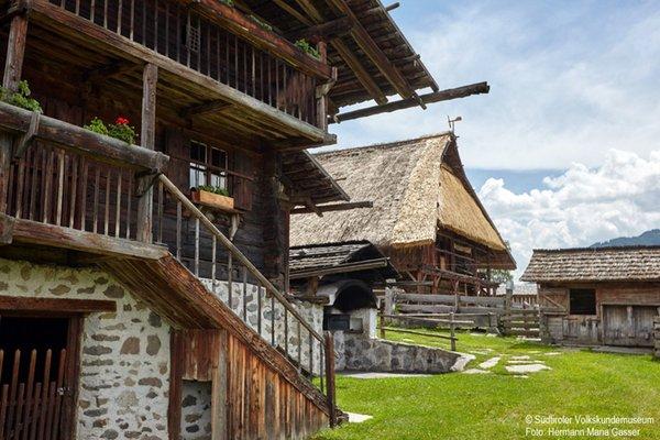 Foto esterno in estate Museo provinciale degli usi e costumi