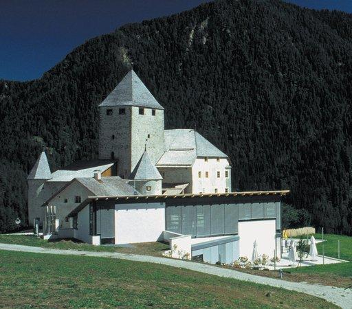 Foto Außenansicht im Sommer Museum Ladin Ćiastel de Tor