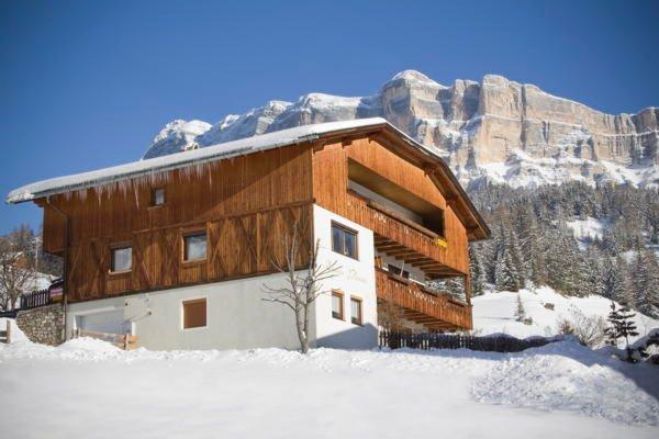 Foto invernale di presentazione Ciasa Ploner - Appartamenti 2 soli