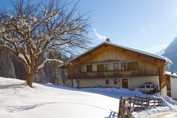 Foto esterno in inverno Ciasa Ploner