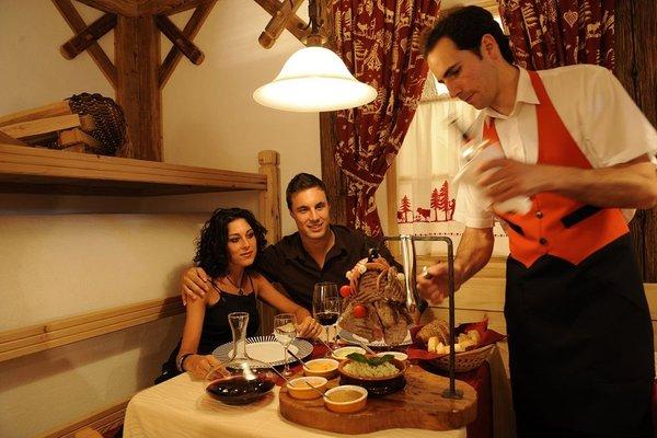 Il ristorante Sanzeno (Val di Non) Casez Apparthotel