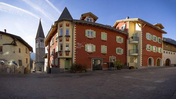 Foto estiva di presentazione Cavallino Bianco - Albergo 3 stelle