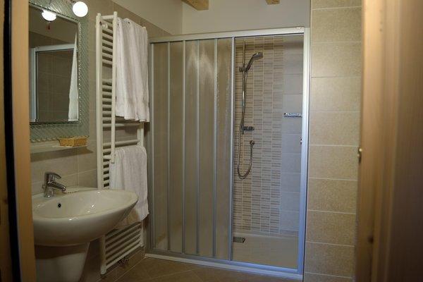 Foto del bagno Camere + Appartamenti in agriturismo Monte Pin