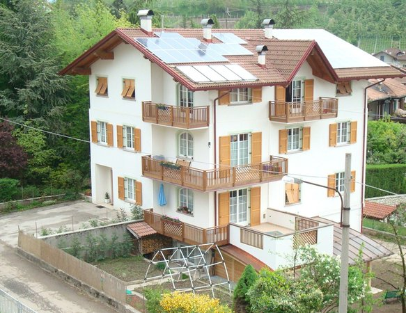 Foto estiva di presentazione Appartamenti in agriturismo Il Granello