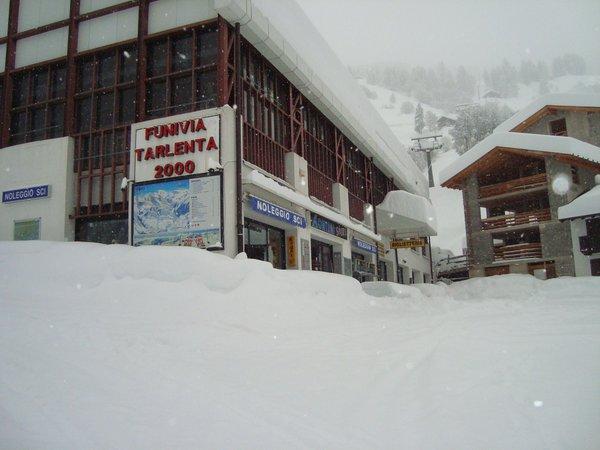 Foto invernale di presentazione Noleggio sci e snowboard Montelli Sport