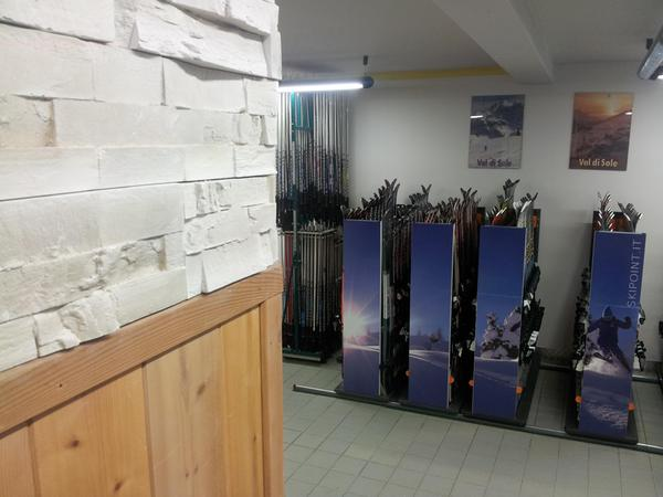 Skipoint - Noleggio sci e snowboard  Mezzana