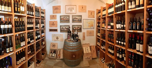 La cantina dei vini San Vito di Cadore Parkhotel Ladinia