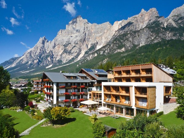 Foto estiva di presentazione Parkhotel Ladinia - Hotel 4 stelle