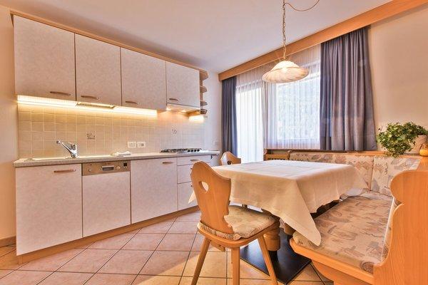 Foto della cucina Ciasa Vilin e dep. Ciasa Ruances