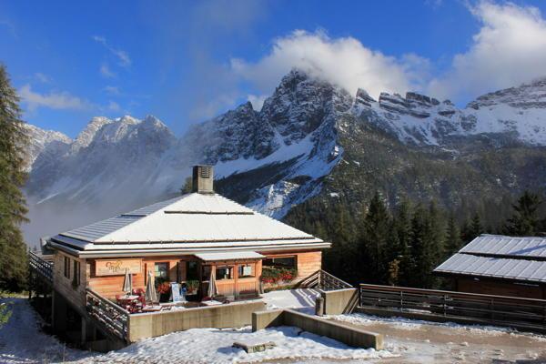 Foto esterno in inverno Baita Deona