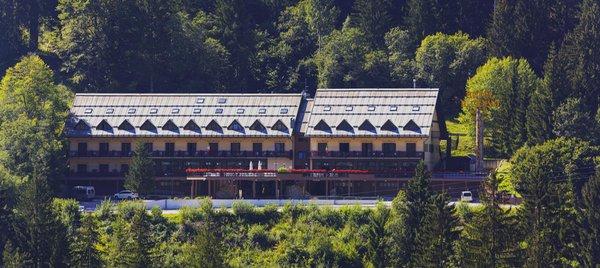 Foto estiva di presentazione Il Cervo - Hotel 4 stelle