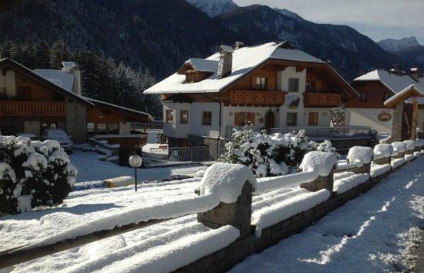 Foto esterno in inverno La Baita