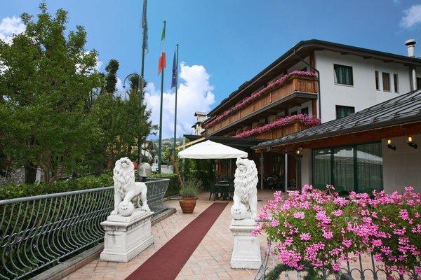 Foto esterno in estate Hotel Centro Benessere Gardel