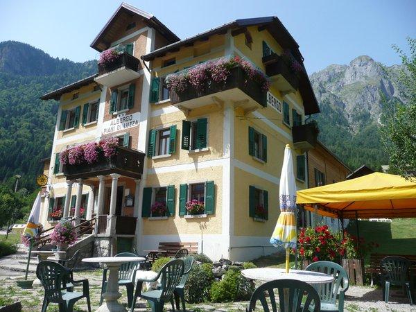 Albergo piani di luzza forni avoltri alpi friulane for Piani di cottage di vacanza