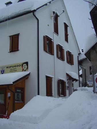 Foto esterno in inverno Casa Alpina Julius Kugy