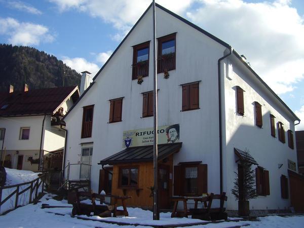 Foto invernale di presentazione Rifugio Casa Alpina Julius Kugy