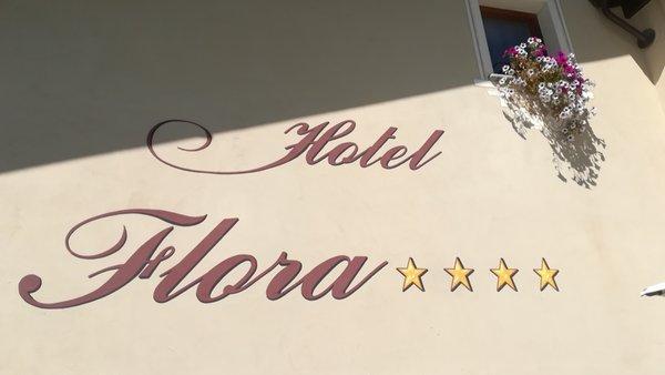 Foto esterno Hotel Flora