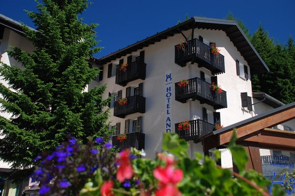 Foto estiva di presentazione Andossi - Hotel 4 stelle