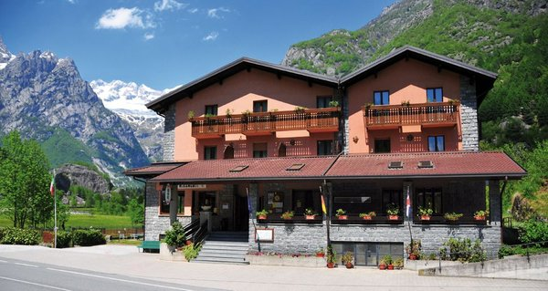 Foto estiva di presentazione Miramonti - Hotel 3 stelle
