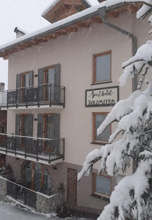 Foto esterno in inverno Aparthotel Dolomites RTA