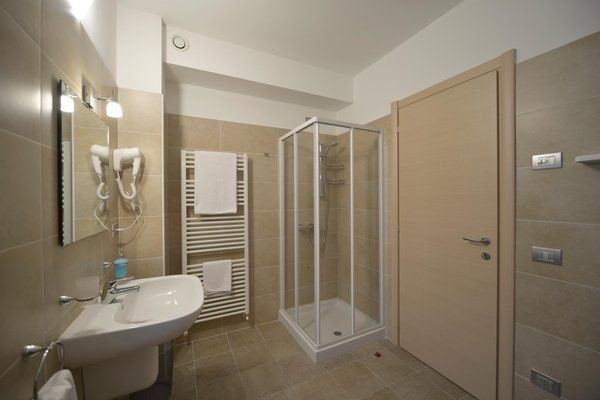Photo of the bathroom Rooms + Apartments in farmhouse Al Palaz