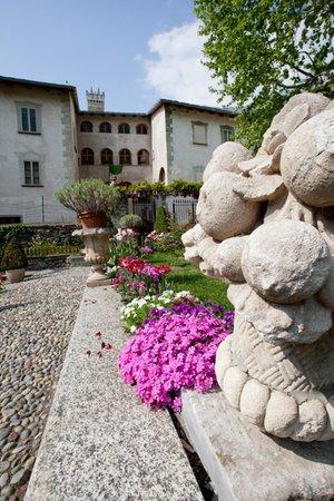 Foto esterno in estate Palazzo Lambertenghi