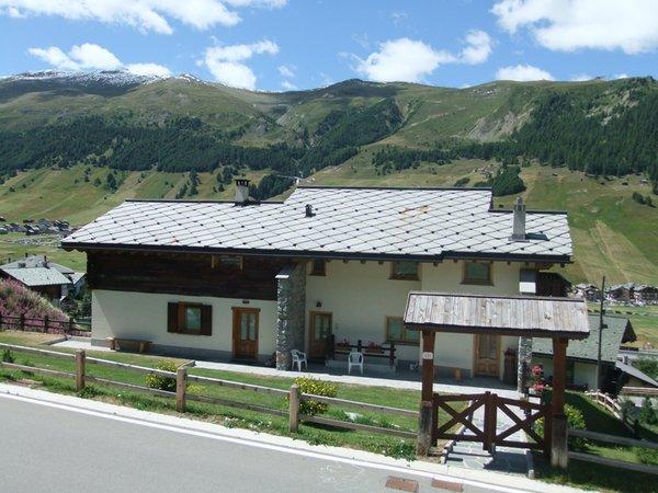 Foto esterno in estate Casa Teola