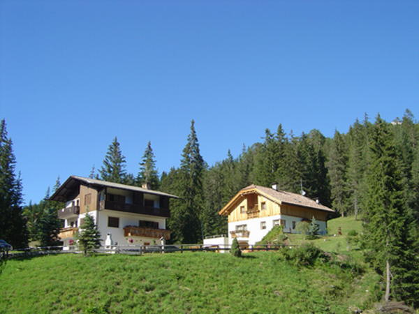 Position Apartments Les Pires & Agreiter San Cassiano