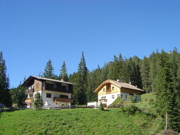 La posizione Appartamenti Les Pires San Cassiano