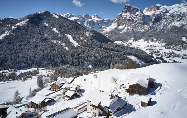 Position Farmhouse apartments Lüch Rudiferia and La Morinara San Cassiano
