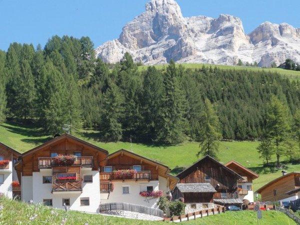Position Apartments Montanara San Cassiano