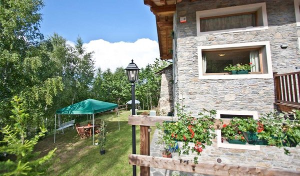 Foto Außenansicht im Sommer Zimmervermietung I Picchi