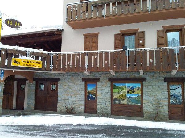 Foto esterno in inverno La Vieille Cloche